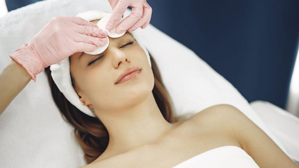Pulizia viso estetista - Centro Estetico Elenoire